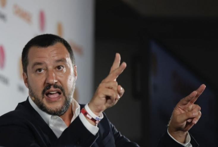 Háborús bűnösnek nevezte a Sea-Watch 3 civilhajó kapitányát az olasz belügyminiszter