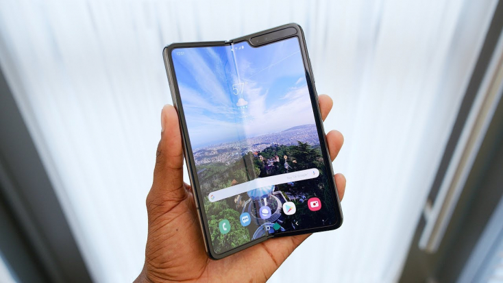 Pénteken kezdi értékesíteni összehajtható telefonját a Samsung