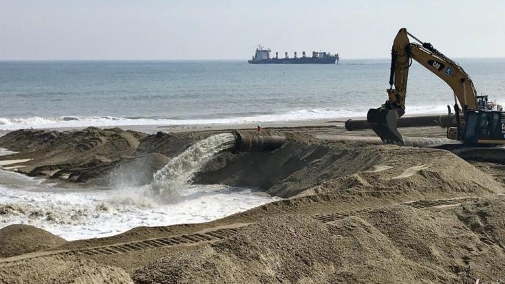 Homokdűnékkel védekeznek egy kelet-angliai településen a tengerszint-emelkedés hatásaitól
