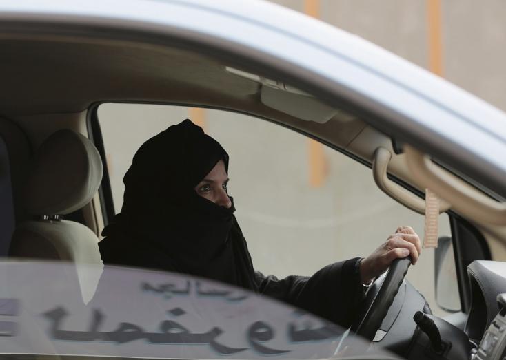 Mi folyik itt!? Már járhatnak meccsre a nők Szaúd-Arábiában!