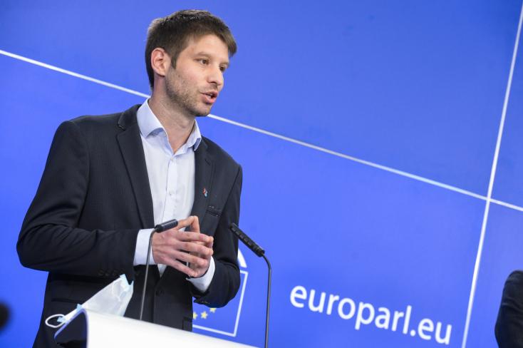 Michal Šimečka: Magyarország és Lengyelország olyan meghátrálásra kényszerült, amit előtte el sem tudtunk képzelni