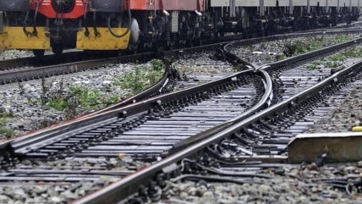 TRAGÉDIA: Fiatal férfi feküdt a vonat elé Pozsonyban
