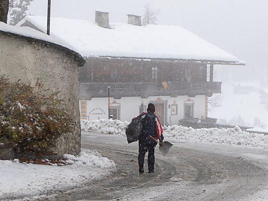 Iskolák, üzletek maradtak zárva az erős havazás miatt Ausztriában