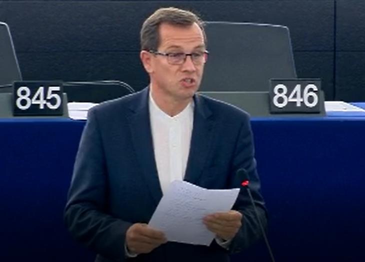 Bemószerolja a SZAR-ozós erdélyi képviselőt egy magyarországi kollégája