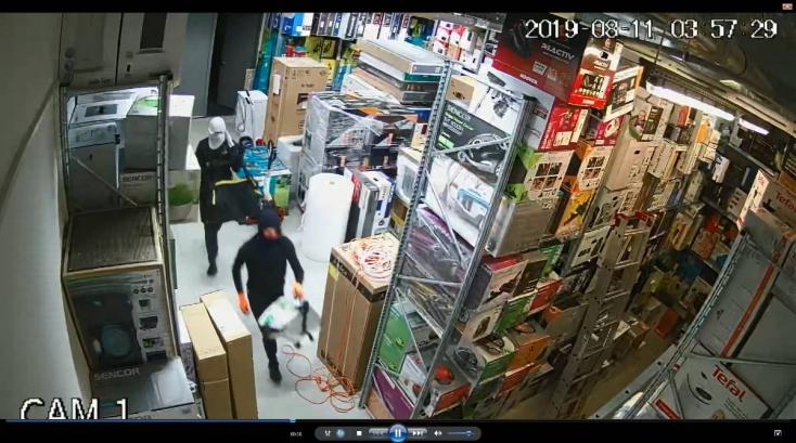 Maszkos rablók rámoltak ki egy elektronikai boltot Somorján!