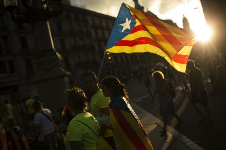 Hatalmas felvonuláson álltak ki a katalán függetlenség mellett Barcelonában