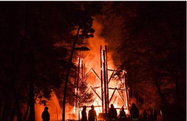 Tűzvész martaléka lett a frankfurti Goethe-torony, Németország egyik legmagasabb fakilátója