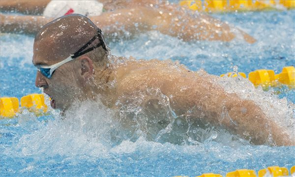 Vizes Eb - Cseh László aranyérmes 100 méter pillangón