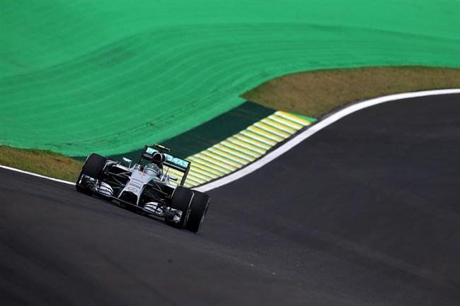 Brazil Nagydíj: Alonso autója lángolt, Rosberg megint hasított a szabadedzésen