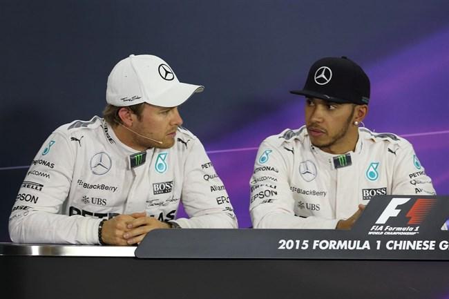 Kínai Nagydíj: Balhéztak a Mercinél - egymásnak esett Hamilton és Rosberg!