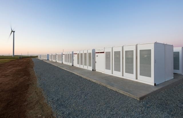 A Tesla 30 ezer háztartást ellátó akkumulátor telepet épített