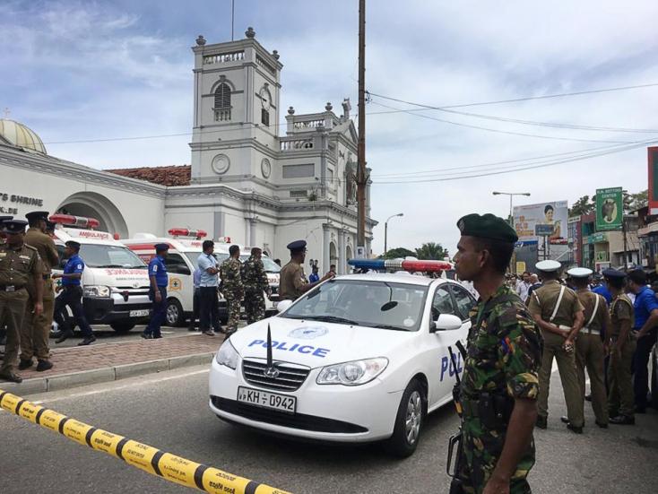 Merényletek Srí Lankán - A terroristacsoport vezetője is az öngyilkos merénylők között volt