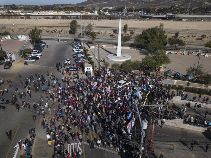 Vasárnap 10 amerikai városban megkezdik az illegális migránsok kitoloncolását