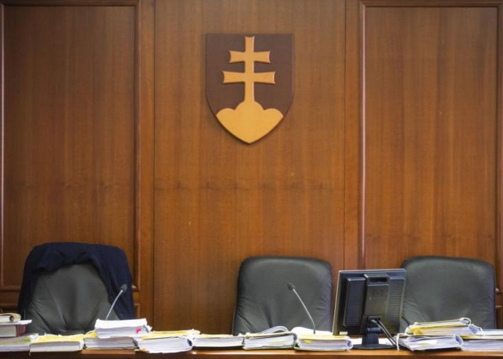 Mozgásban a bírók tanácsa is, lemondott az elnökük