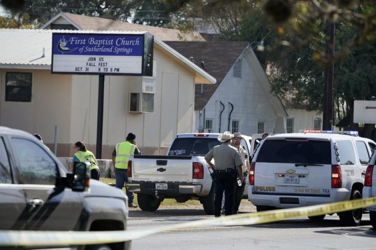 Lövöldözés Texasban - 27 halott!