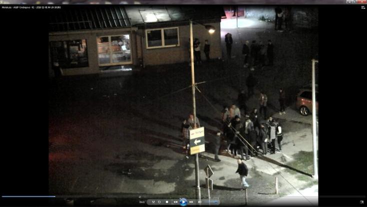 Durván megvertek egy fiatal férfit a diszkó előtt, a rendőrség a szemtanúkat keresi