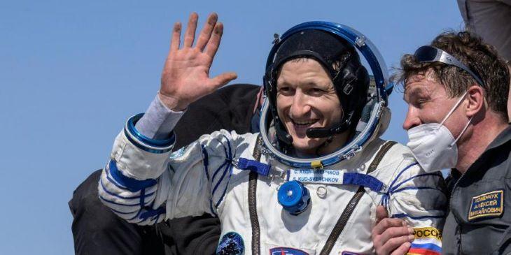 Két orosz és egy amerikai űrhajóssal visszatért a Nemzetközi Űrállomásról egy Szojuz űrhajó