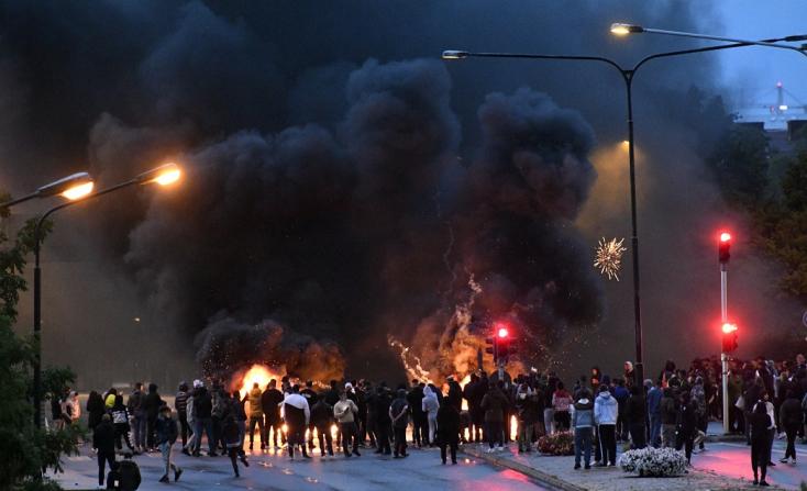 Muszlimellenes tüntetés volt a svédországi Malmöben, a demonstrálók összecsaptak a rendőrséggel