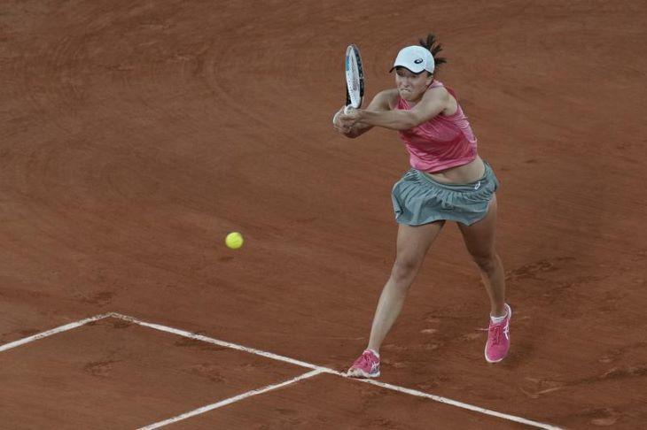 Roland Garros - Negyeddöntős a címvédő Iga Swiatek