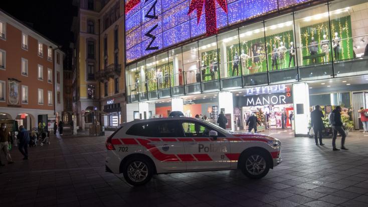 Terrorizmus gyanújával nyomoznakegyáruházikéselés miatt Svájcban