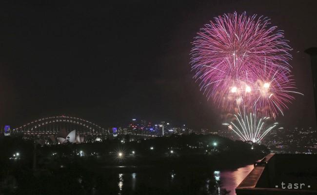 Hatalmas tűzijátékkal üdvözölték az újévet Sydneyben (videó)