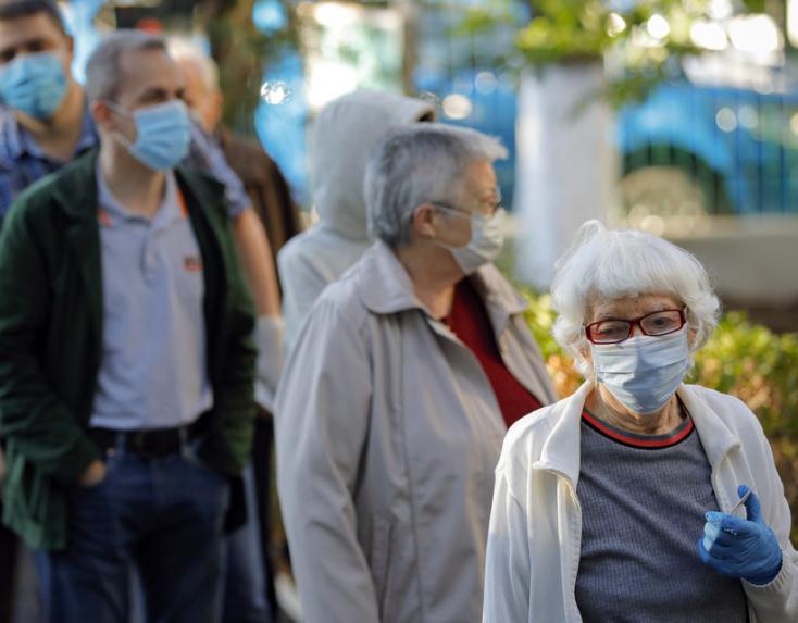 Közel 1700euróig terjedő bírságot szabhatnak ki arra, aki nem visel szájmaszkot!