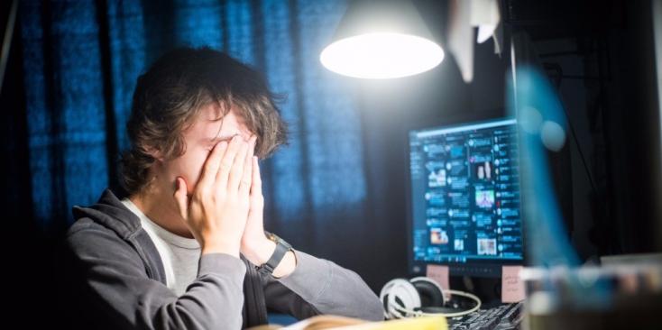 Egész nap nyüstöli a kölök a számítógépet? Szabályozás kellene!