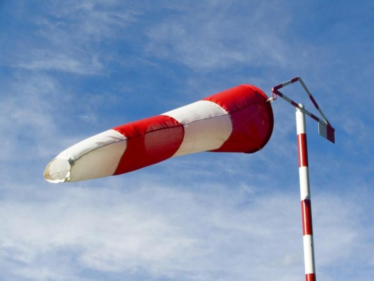 RIASZTÁS: Viharos szél lesz egész nap!