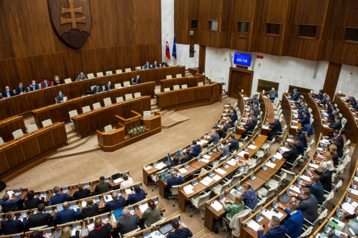 Március 19-éig marad a veszélyhelyzet, a parlament megerősítette a kormány határozatát