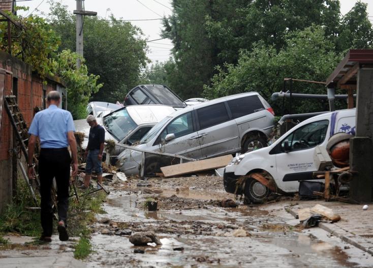 ÍTÉLETIDŐ: Egy négyzetméterre 93 liter víz esett Szkopjéban, legalább 15 halott
