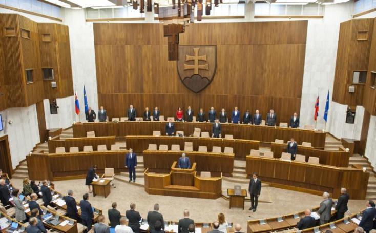 16 év után fogadott el új védelmi stratégiát a parlament