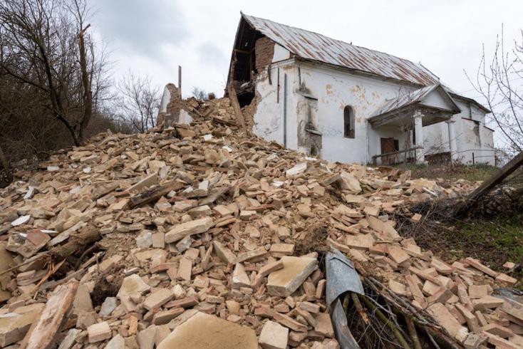 Leomlott egy erdélyireformátus templom tornya