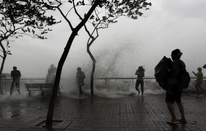 Tombol a tájfun Kínában, már halottak is vannak