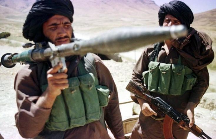 Vélhetően tálibok gyilkoltak meg egy rádióigazgatót és elraboltak egy újságírót