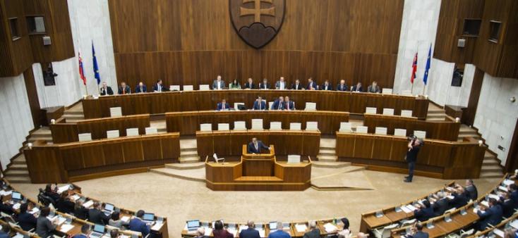 Egy parlamentbe választott volt államfő elveszíti a kiváltságait