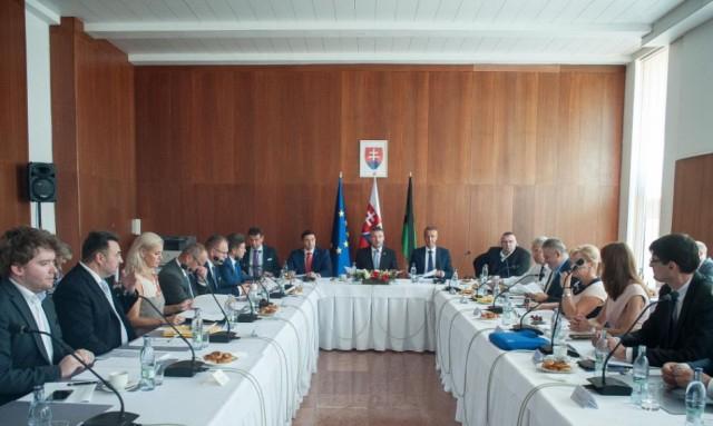 A kormány egymillió eurós támogatást nyújt a Nagykürtösi járásnak