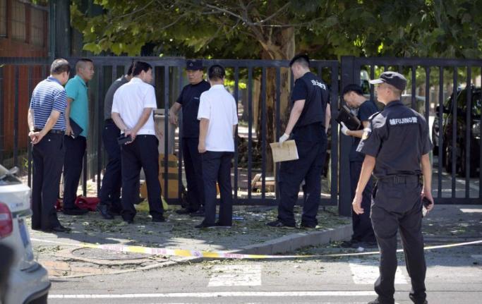 Tűz volt, egyes hírek szerint robbanás is történt a pekingi amerikai nagykövetségnél