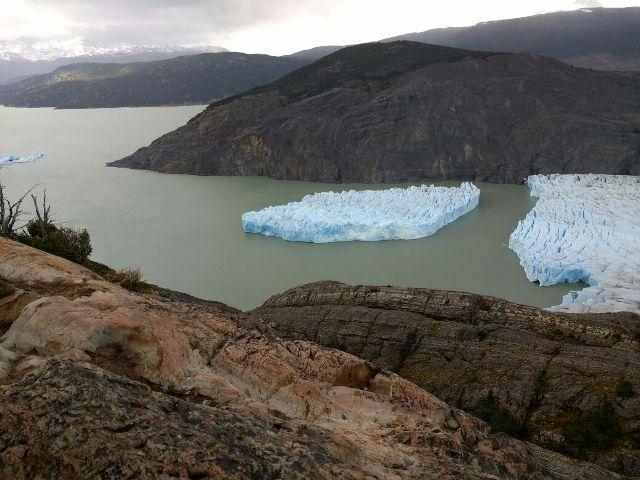 Több száz méteres jégtömb vált le egy gleccserről Chile déli részén