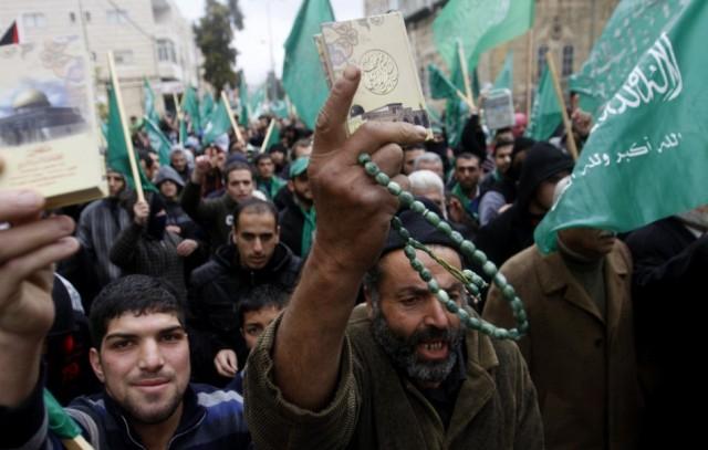 Kínzással vádolják a Palesztin Hatóságot és a Hamászt