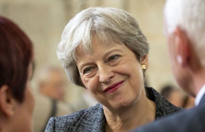 EU-csúcs - A brit lapok szerint Theresa May váratlan és megalázó vereséget szenvedett