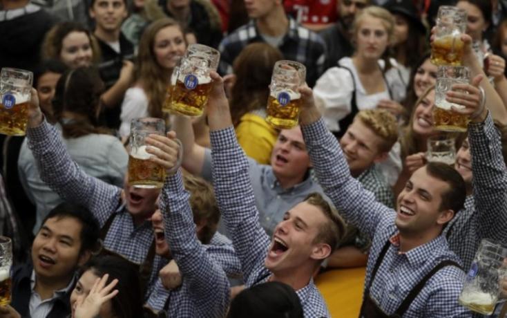 Két nap alatt több mint hatszázezer látogatót vonzott a müncheni Oktoberfest