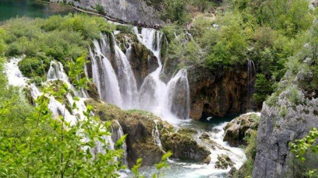 Áremeléssel enyhítenének a túlzsúfoltságon a Plitvicei-tavaknál, hogy a világörökségi listán maradhasson
