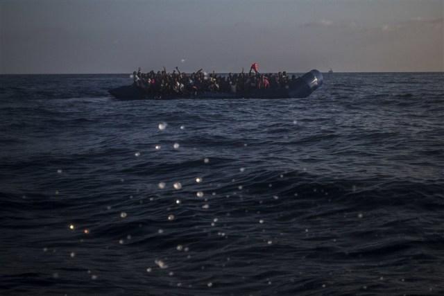 Kétszáz embert mentett ki a tengerből a líbiai parti őrség