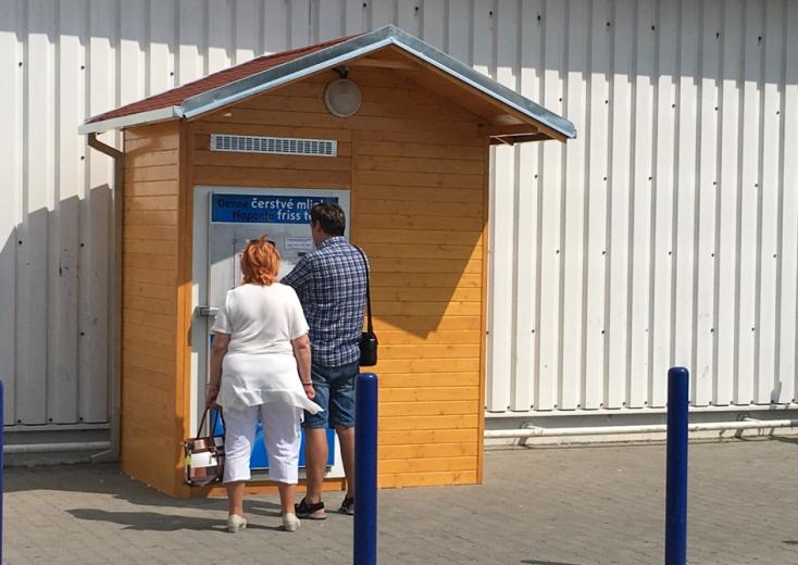 Visszakerült régi helyére az egyetlen dunaszerdahelyi tejautomata