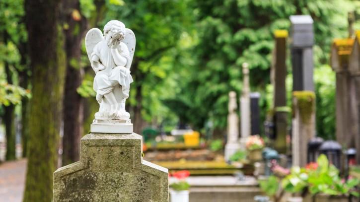 Dunaszerdahelyen este kilencig vannak nyitva a temetők