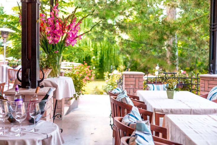 Pincérek és takarítónők jelentkezését várja a Villa Rosa étterem Dunaszerdahelyen