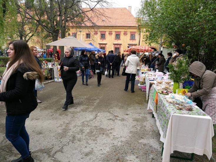Termelői piac nyílt a tallósi Esterházy-kastély udvarán