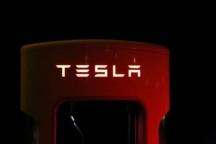 Késik az első európai Tesla-gyár beindítása