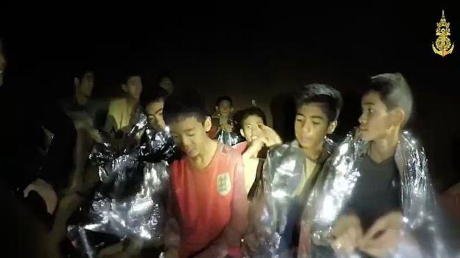Megkezdődött a thaiföldi barlangban rekedt fiatalok kimentése