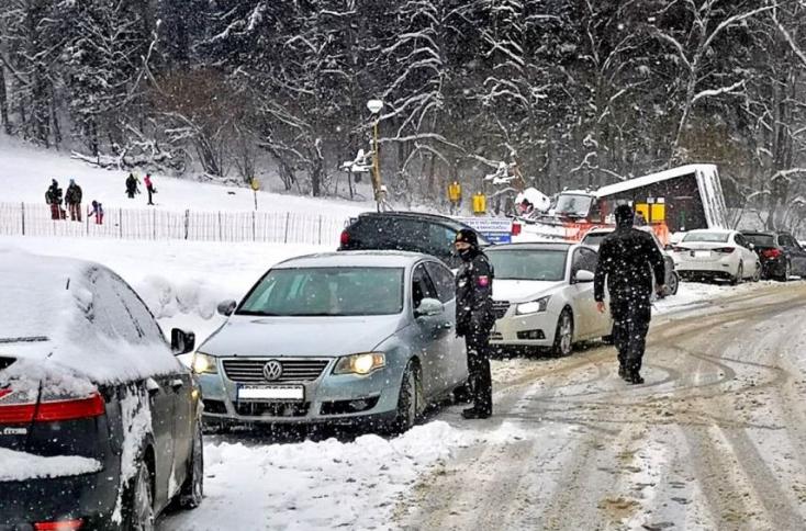 Magasról tesznek az intézkedésekre – a hó kicsalogatta az embereket a természetbe
